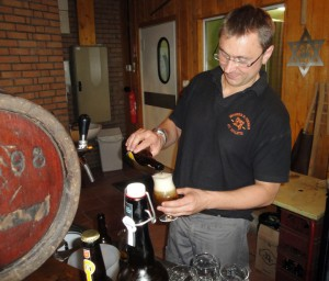 brewer Stephane Bogaert pouring the winning Réserve Hildergard from Brasserie St Germain